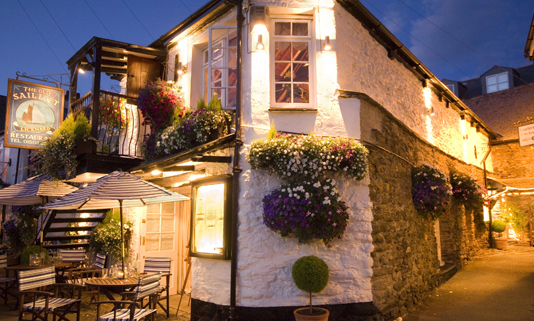 The Old Sail Loft offers imaginatively prepared dishes, showcasing local day boat- caught fresh fish and seafood served in one of the oldest buildings in Looe.